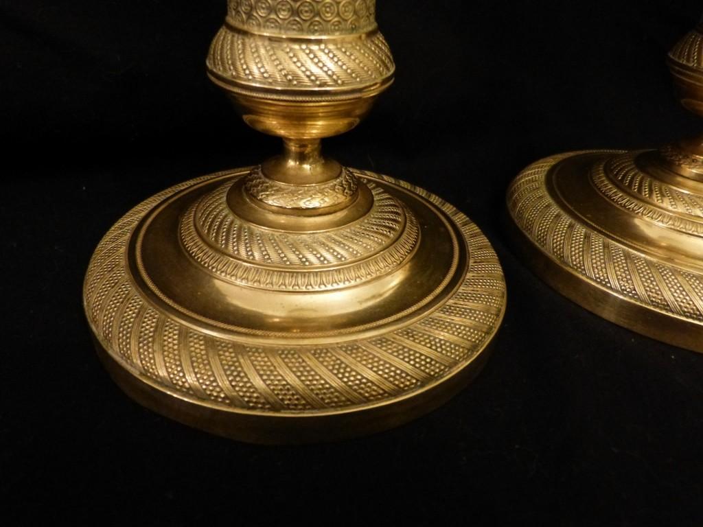 Paire De Bougeoirs époque Restauration, Bronze Et Laiton Guilloché, XIX ème