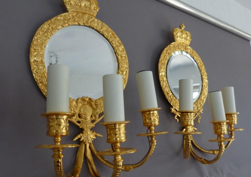 Paire d'Appliques à Miroir, Bronze Doré, Couronne, Fleur De Lys, Croix Et Chevalier, XIX ème