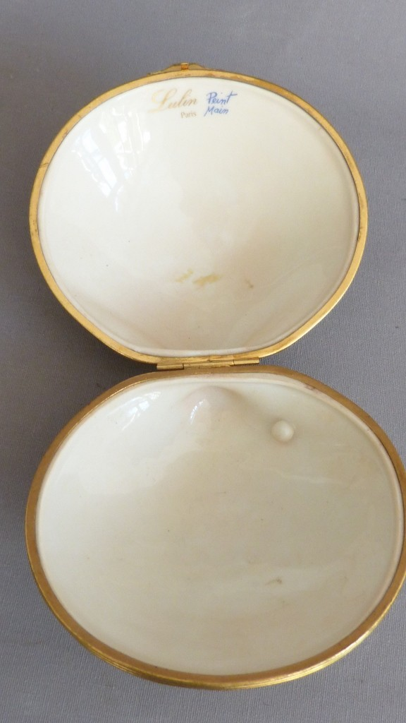 Boîte En Porcelaine Cerclé Au Coquillage Et Perle, Lulin Paris