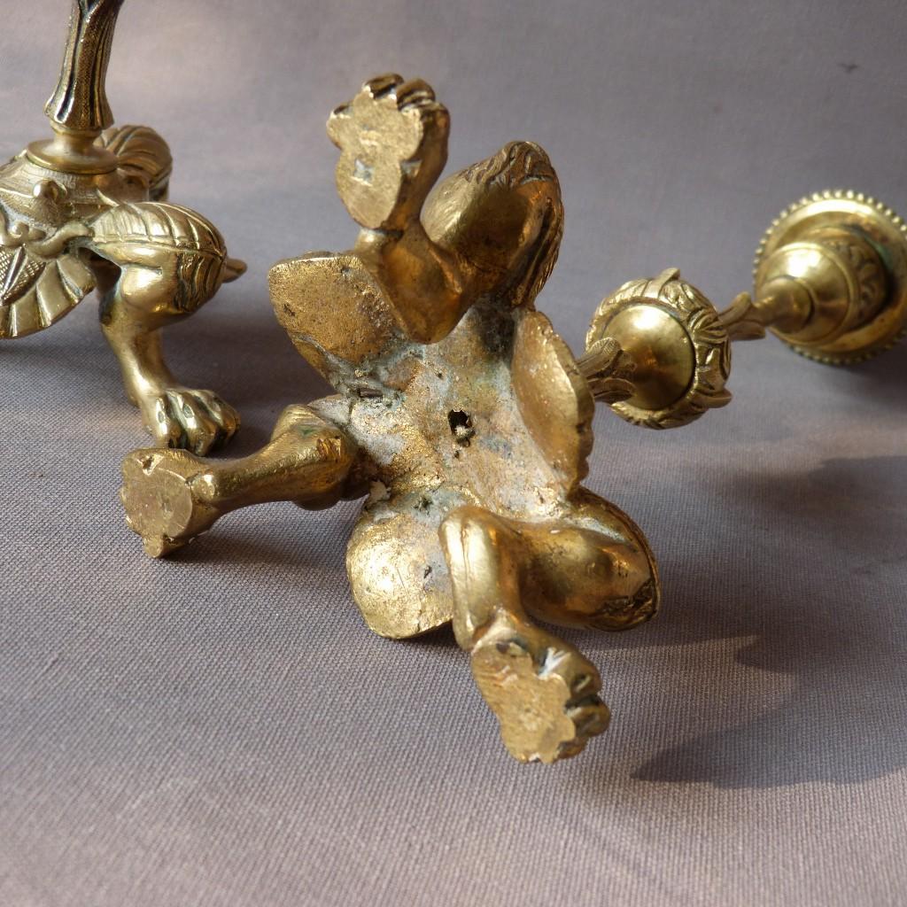 Paire De Bougeoirs En Bronze, Modèle Aux Pied Griffus, Style Charles X, Fin XIX ème