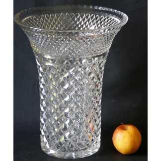 Très Grand Vase En Cristal Taillé Cabochon Et Pointe Diamant, St Louis?