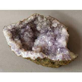 Géode d'améthyste, minéral, pierre semi précieuse, cabinet de curiosités