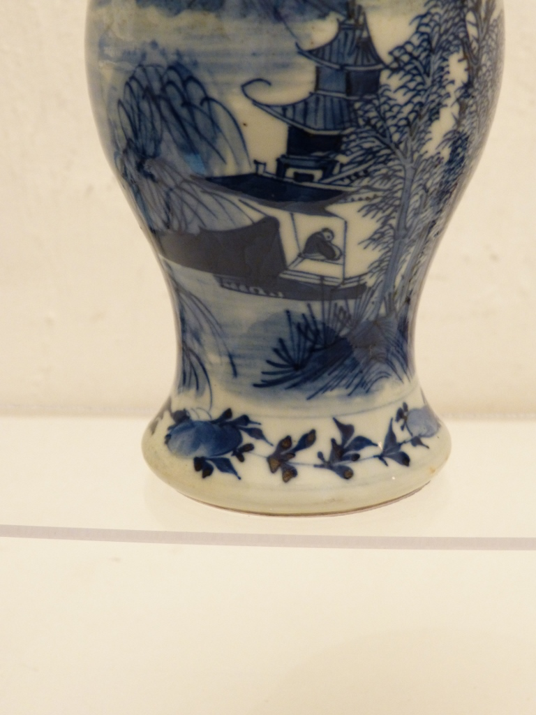 Vase Balustre En Porcelaine Bleu Et Blanc De Chine, Marque Kangxi, Fin XIX ème