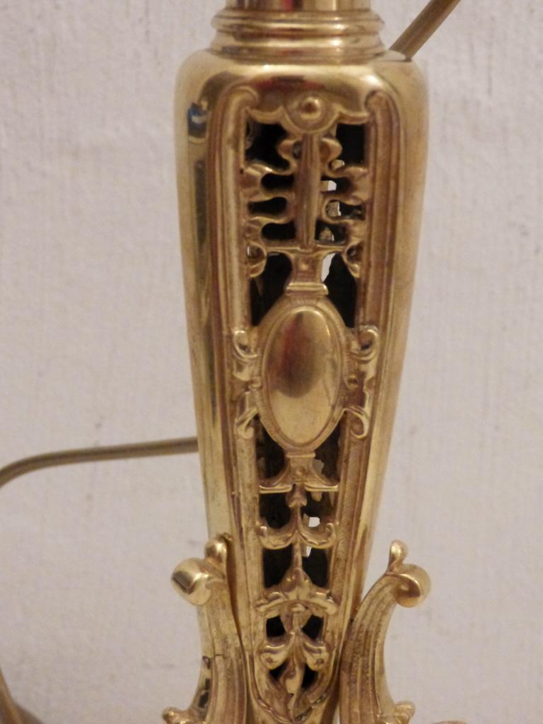 Pied De Lampe, Bougeoir Aux Victoires En Bronze, Signé T O. Fin XIX ème