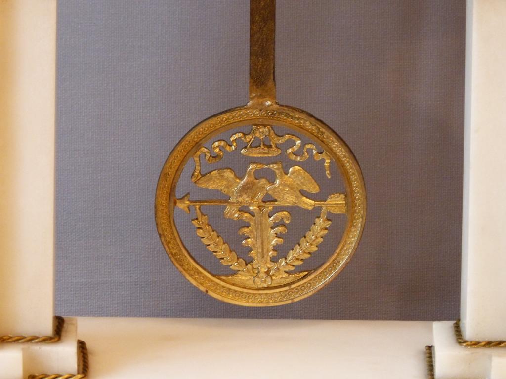 Grande Pendule Portique Louis XVI, Marbre Et Bronze Doré, époque Fin XVIII ème