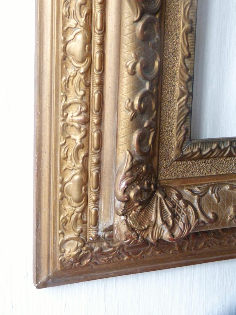 Cadre à La Berain, Style Louis XIV, Bois Et Stuc Doré, époque XIX ème Pour Tableau 41.5 Cm*28.5