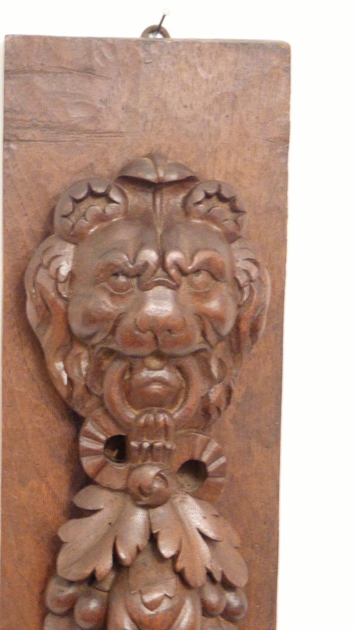 Cariatide En Noyer Sculpté, Lion Et Chute De Fruits, époque XIX ème
