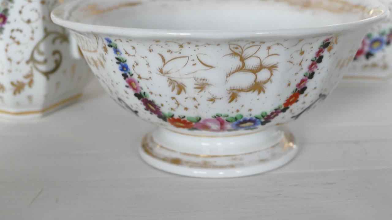 Ensemble De 3 Pièces De Forme En Porcelaine De Paris époque Restauration
