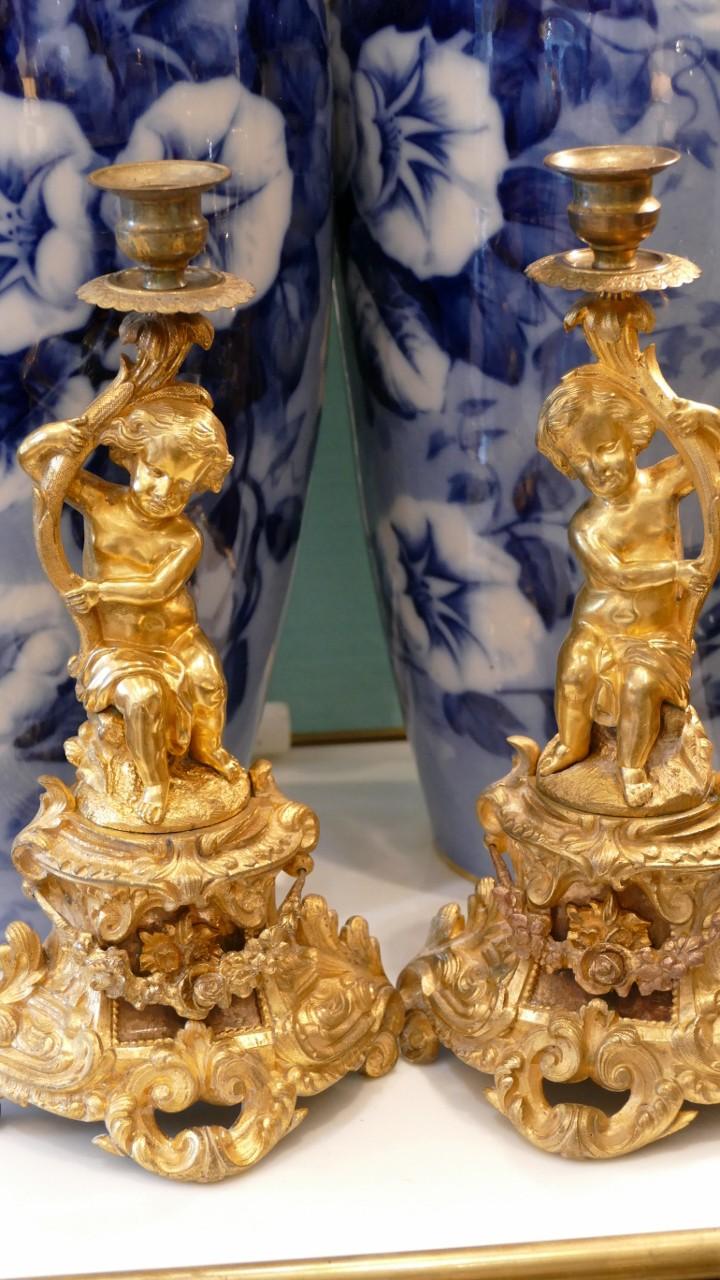 Paire De Bougeoirs Aux Amours En Bronze Doré, époque Napoléon III
