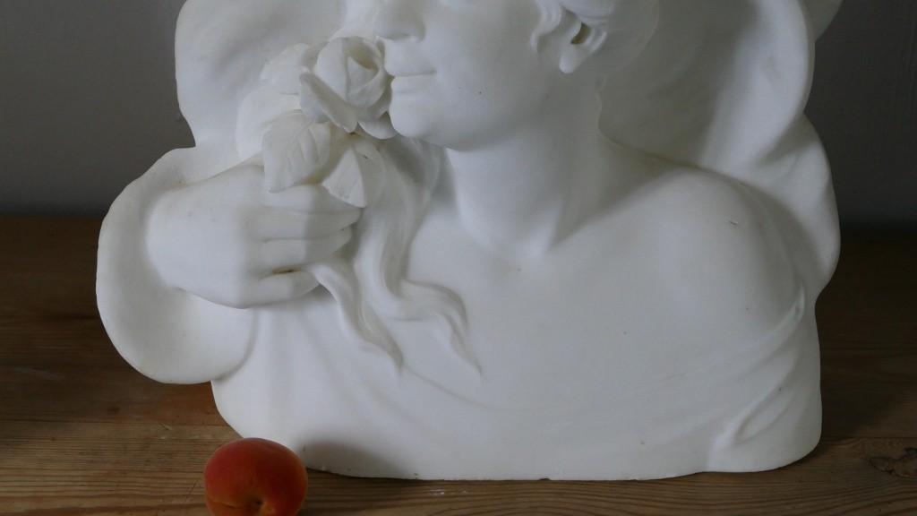 Grande Sculpture En Marbre, Buste De Femme à La Rose, époque Fin XIX ème