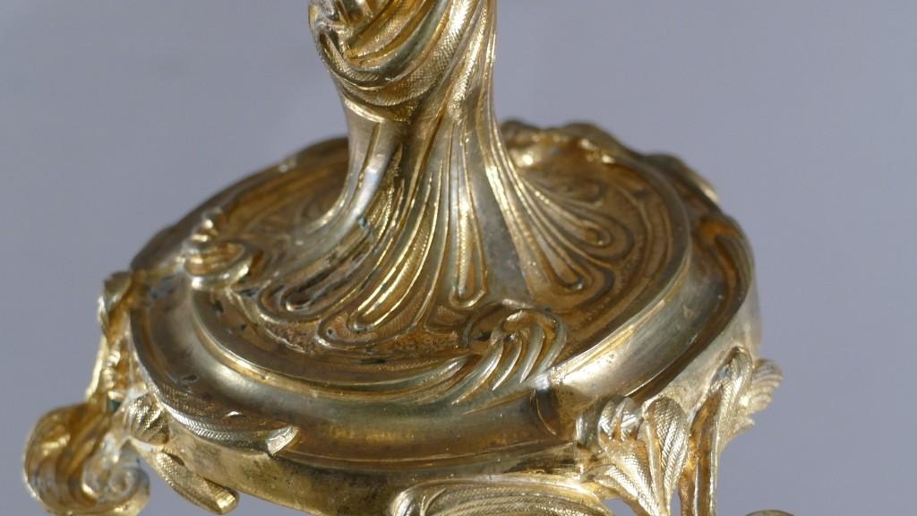 Paire De Chandeliers Rocaille Louis XV En Bronze Doré à 3 Feux, époque XIX ème